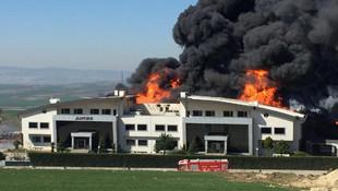 İstanbul'da fabrika yangını ! Patlama sesleri yükseliyor
