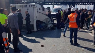 Down sendromlu çocukları taşıyan minibüs devrildi: Yaralılar var