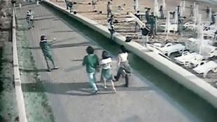50 kişi plajı bastı, şezlongları söktü