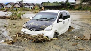 Endonezya'daki sel felaketinde ağır bilanço: 112 ölü