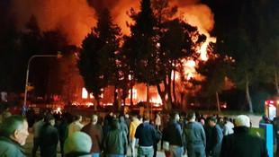 Tarihi okul alev alev yandı