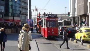 Kadıköy'de elektrik teli koptu, tramvay seferleri durdurdu