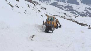 Baharda 4 metrelik karla mücadele!