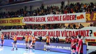 Galatasaray taraftarından 'lise'ye tepki, Mustafa Cengiz'e destek