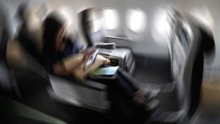 Yolcu uçağında porno skandalı ! Kimseye aldırmadı
