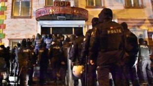 HDP'ye polis baskını: 5 gözaltı !