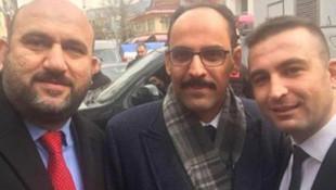 İl Seçim Müdürü'nün AK Parti mitingi pozuna tepki yağdı