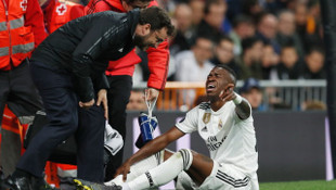 Real Madrid'de Vinicius Junior 2 ay sahalardan uzak kalacak