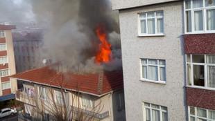 Hırsızlık yapmak için evin çatısını yaktı