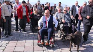 Tunç Soyer'den tekerlekli sandalyeyle dikkat çeken farkındalık eylemi