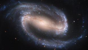 Bilim insanları ilk kara delik fotoğrafını paylaştı
