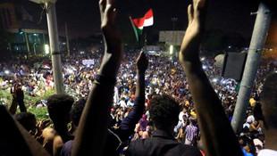 Sudan'da ordu devlet televizyonunu kuşattı
