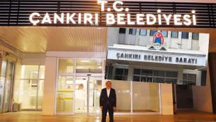 MHP'li Başkan AK Parti'den devraldığı belediyeye ''T.C.''yi geri getirdi