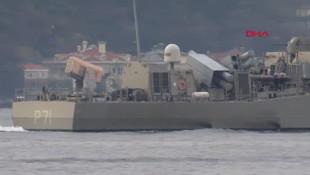 İstanbul Boğazı'ndan geçen Yunan gemisinde dikkat çeken detay