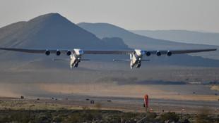 Dünyanın en büyük uçağı havalandı
