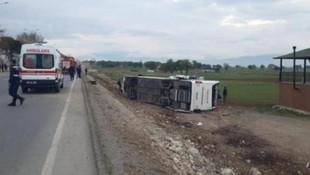 Öğrencileri taşıyan otobüs devrildi: Çok sayıda yaralı var