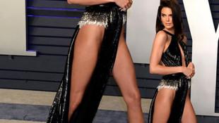Kendal Jenner'in dekoltesi olay oldu