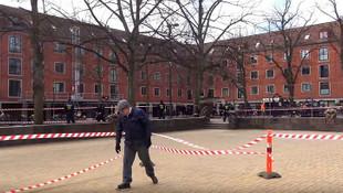 Danimarkalı siyasetç Kur'an'ı ayağının altına aldı