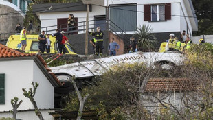 Turistleri taşıyan otobüs devrildi: 28 ölü !