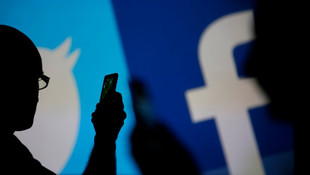 Facebook üyelerinin mail adreslerini dağıtmış