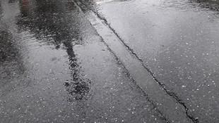 İstanbul'da dolu yağışı sürprizi!