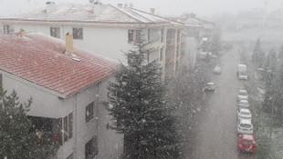 Ankara'da Nisan ayında kar şaşkınlığı