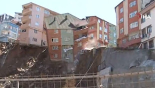 İstanbul'da 4 katlı bina çöktü! İşte çökme anı görüntüleri