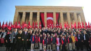 Milli Eğitim Bakanı Selçuk Atatürk'ün huzurunda
