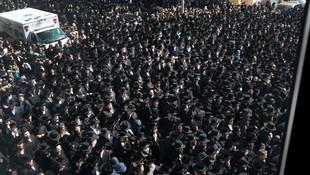 Cenaze törenine 100 bin kişi katıldı