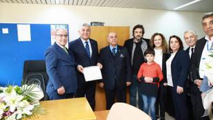 CHP'li Şükrü Genç mazbatasını aldı; resmen yeniden Sarıyer Belediye Başkanı