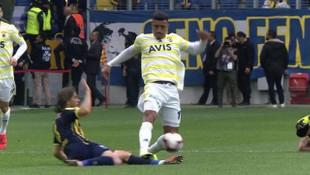 Galatasaray taraftarı Dirar ve Soldado'ya kart çıkmamasına isyan etti!