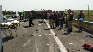 1 Mayıs kutlamasına giden minibüs devrildi: Ölü ve yaralılar var