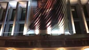 İBB binasının girişindeki T.C. ibaresi söküldü mü ?
