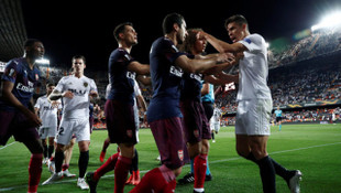 Valencia - Arsenal maçının bitiş düdüğüyle saha karıştı!