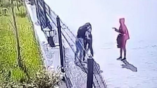 Diyarbakır'da kızlar arasında yaşanan kavga kamerada