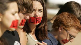 ABD'de kürtaj yasağını kabul edildi