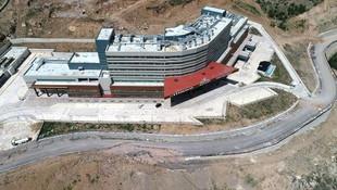 Tam teşekküllü devlet hastanesi 4 yıldır açılamıyor ! İşte nedeni
