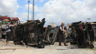 Antalya'da yıldırım 10 aracı yaktı
