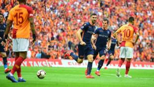 Galatasaray - Medipol Başakşehir maçında Emre Belözoğlu sakatlandı
