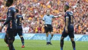 Galatasaray - Başakşehir maçında Galatasaray'ın 2 golü iptal edildi!