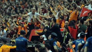 Galatasaray'da maç sonu 'Yaz dostum' ve 'Şampiyonlar Ligi' müziği göndermesi!