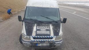 Polisin durduğu minibüsten 50 kişi çıktı