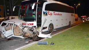 Otobüsün altında metrelerce sürüklendiler: 3 ölü