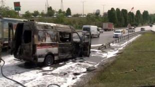 TEM'de seyir halindeki ambulans alev alev yandı