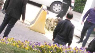 İşsiz genç AK Partili belediyenin önünde kendisini yaktı