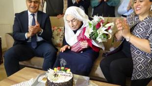 100 yaşındaki Nazire Nine'den ''Her şey çok güzel olacak'' yorumu