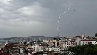 İstanbul'a kış geri döndü! Yağışlar ne kadar sürecek ?