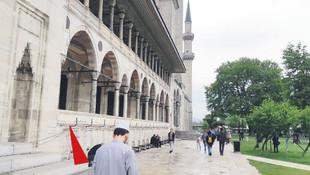 Süleymaniye Camii'nin duvarlarını deldiler