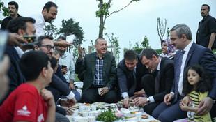 Erdoğan vatandaşlarla iftar yaptı