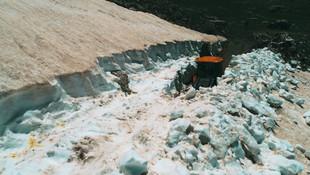 Muğla'da bir yanda kar bir yanda deniz